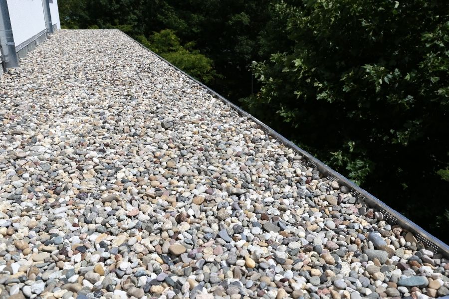 Problems a Tar and Gravel Roof May Display